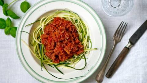 Grøntsagsspaghetti med kødsovs
