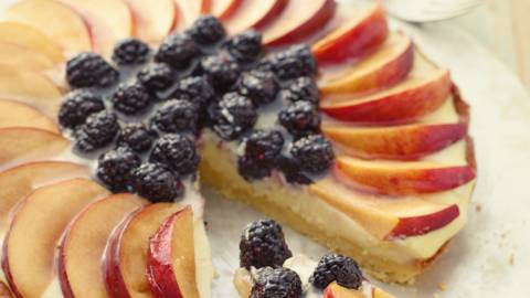 Nektarin -og brombærtærte
