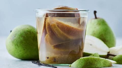 Lynsyltede pærer i ingefær