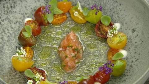 Laks med tomat og oliven