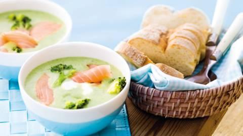 Broccolicremesuppe med laksestrimler