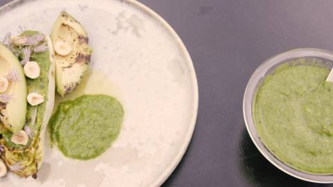 Grillet avocado og hjertesalat med iceberg-dressing