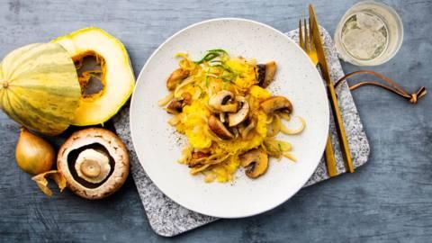 Spaghettisquash med løg og svampe