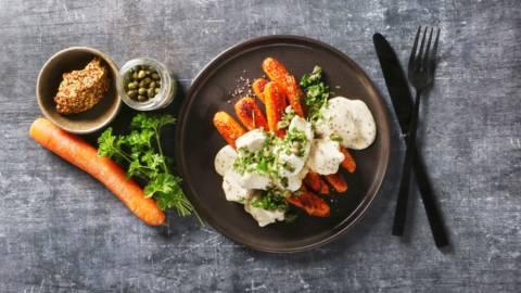 Stegte gulerødder med sennepskylling