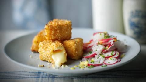 Radissesalat med stegt Camembert