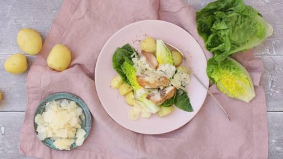 Nem sommer-cæsarsalat med nye kartofler