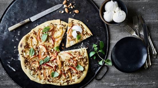 Dessertpizza med æble og mandler