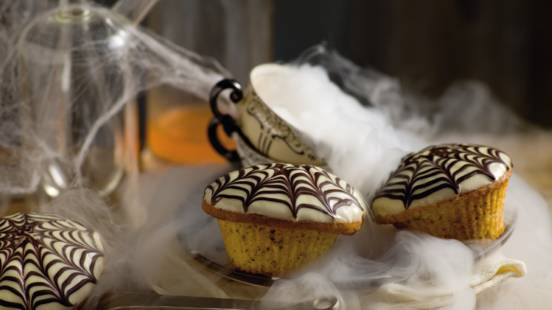 Cupcakes med spindelvævsglasur