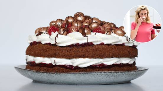 Rugbrødslagkage med hindbærmarmelade og vaniljesød chantillycreme