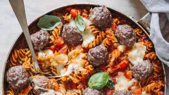 Bagt pasta med kødboller