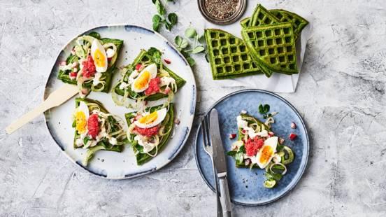 Grønne frokostvafler med stenbiderrogn og dildcreme