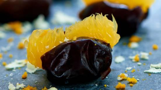 Friske dadler med mandarin