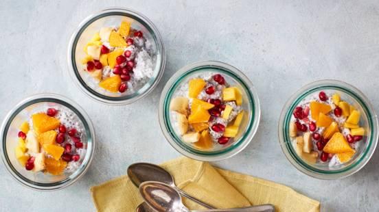 Kokos-chiabudding med frugter