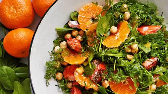 Klementinsalat med nødder og røget ørred