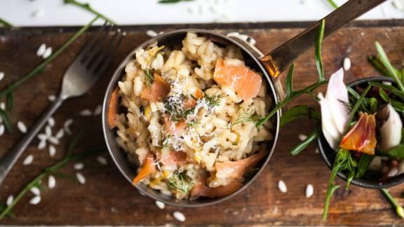 Risotto med laks, svampe og krydderurter
