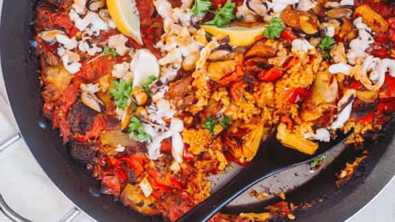 Paella med skaldyr og chorizo