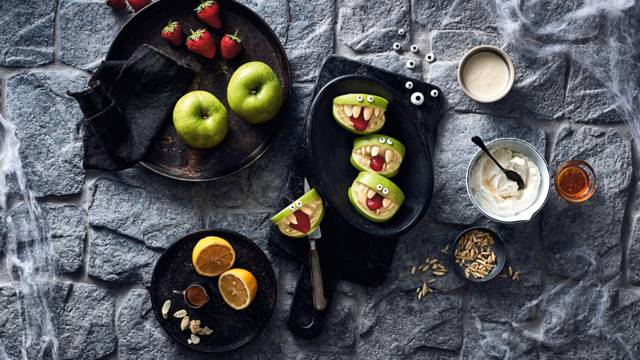 Æbletrolde (skiver af æbler med honningkvarkcreme)