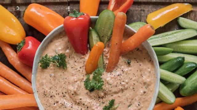 Linsedip med feta og peberfrugt