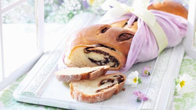 Flettet brød med nougatfyld