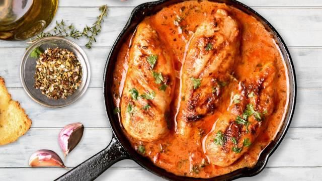 One pot dansk økologisk kylling og spansk chorizo