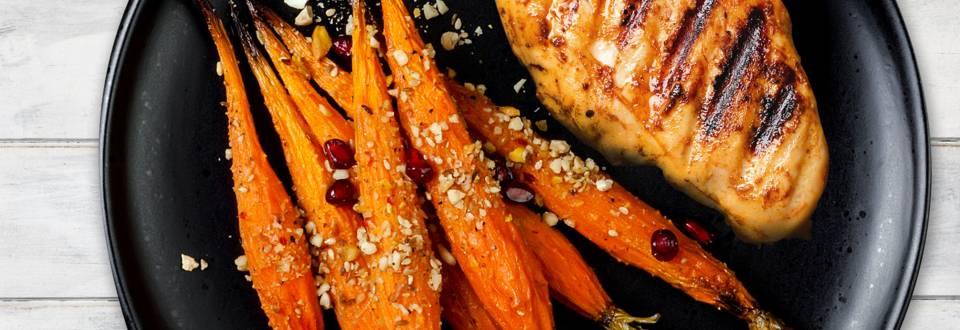 Kyllingebryst med karamelliserede gulerødder