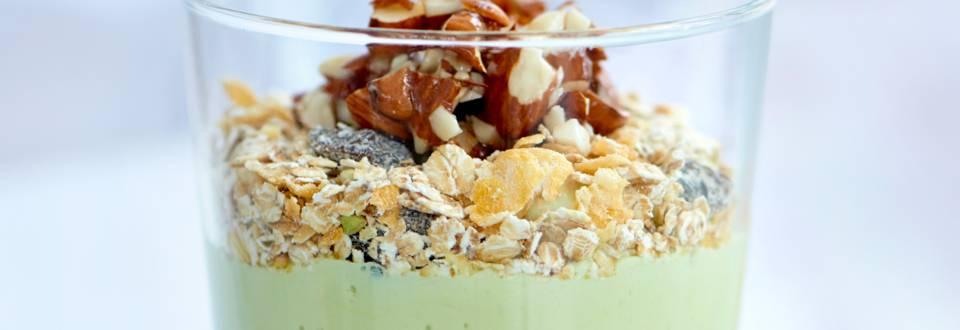 Avokadoyoghurt med mysli & honning/mandelmasse
