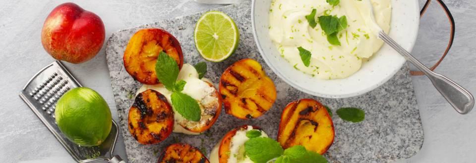 Opskrift på grillede nektariner med limesoftice fra Lidl
