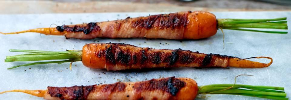 Grillede gulerødder med bacon