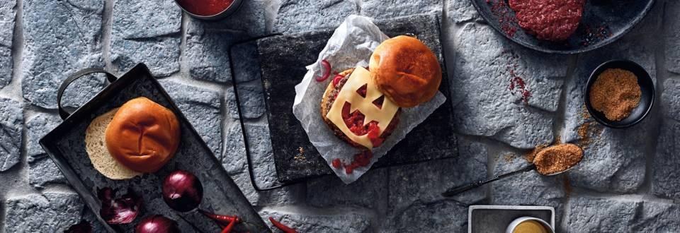 Hurtige Halloween-burgere med tomatchutney