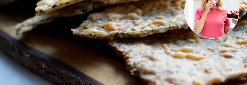 Sprøde knækbrød gratineret med gouda ost