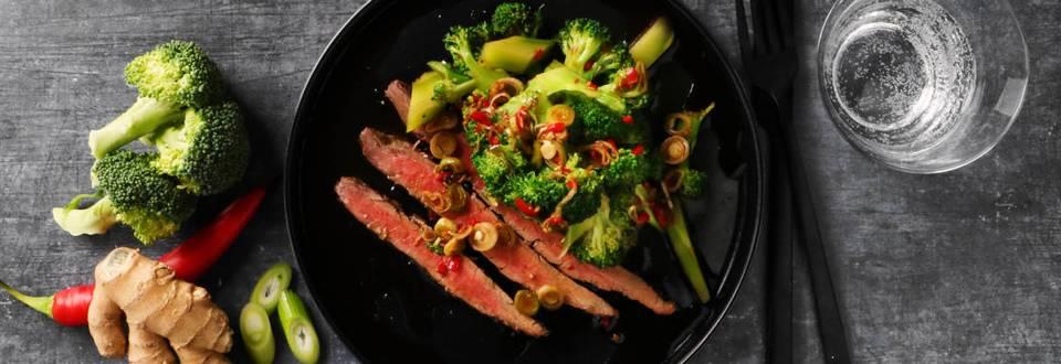 Asiatisk broccolisalat med flankesteak
