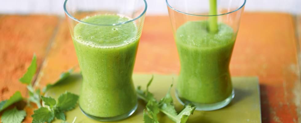 Grøn smoothie med vilde urter
