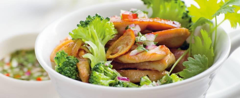 Broccoli og kylling med chilidip